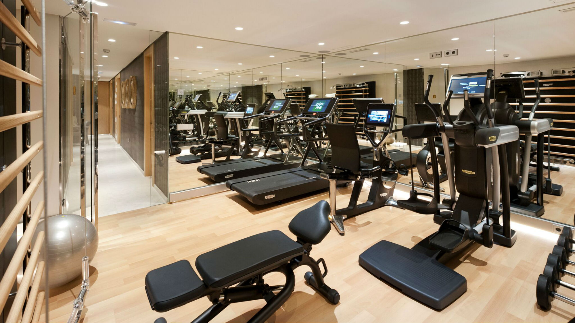 Fitness in sierra nevada latest cardiovascular equipment for Salon equip hotel 2017