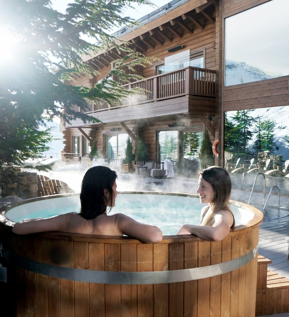 Ski Resort Outdoor Pool - El Lodge